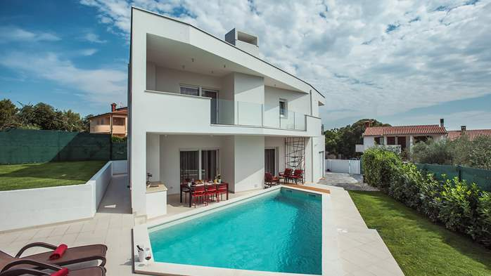 Luxury villa in Štinjan with outdoor pool and two bedrooms, WiFi, 7