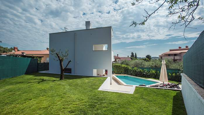 Luxury villa in Štinjan with outdoor pool and two bedrooms, WiFi, 12
