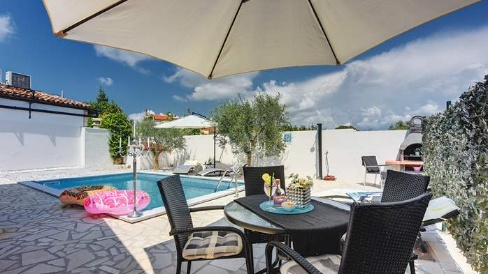 Beautiful holiday home with private pool, for 6 persons, 5