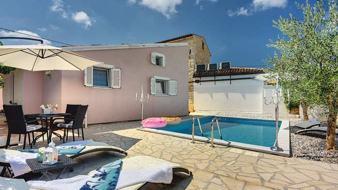 Beautiful holiday home with private pool, for 6 persons, 3