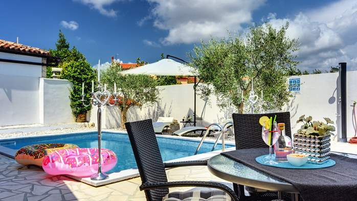 Beautiful holiday home with private pool, for 6 persons, 6