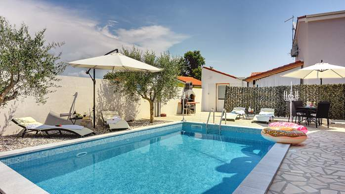 Beautiful holiday home with private pool, for 6 persons, 2