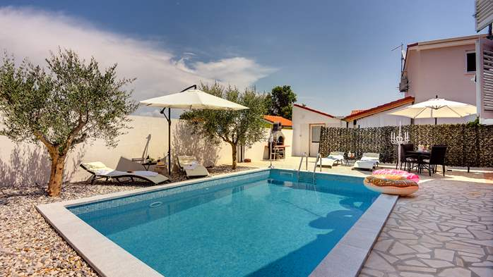 Beautiful holiday home with private pool, for 6 persons, 1