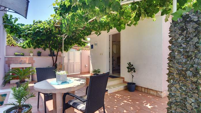 Beautiful holiday home with private pool, for 6 persons, 7