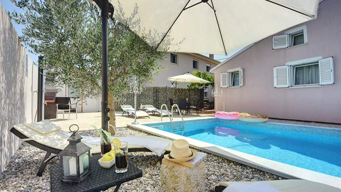 Beautiful holiday home with private pool, for 6 persons, 4