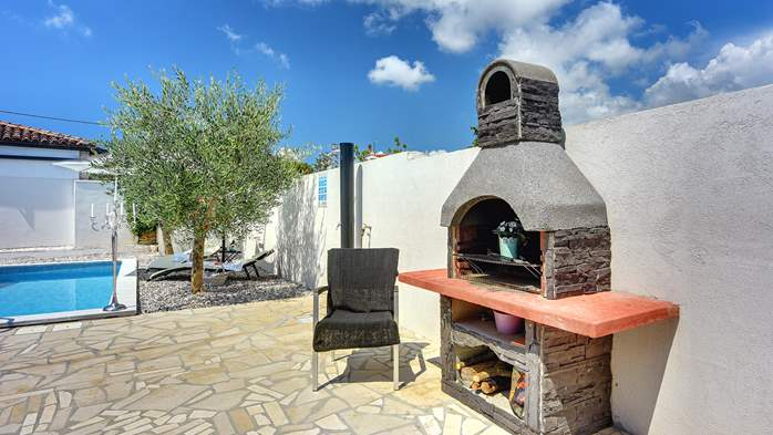 Beautiful holiday home with private pool, for 6 persons, 9