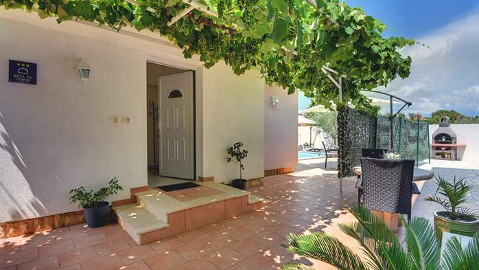 Beautiful holiday home with private pool, for 6 persons, 8