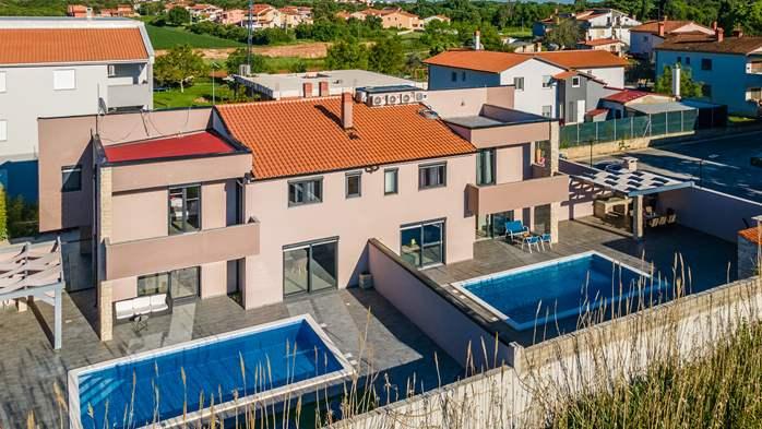 Unique, special villa in Valbandon with outdoor pool, 2