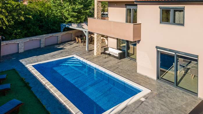 Unique, special villa in Valbandon with outdoor pool, 3