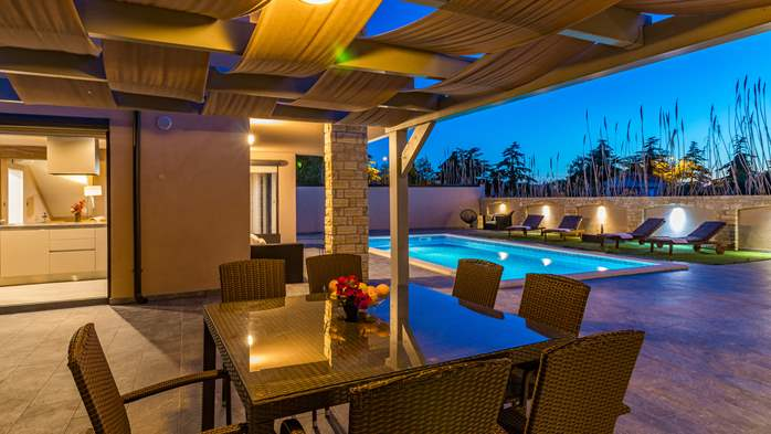 Unique, special villa in Valbandon with outdoor pool, 13
