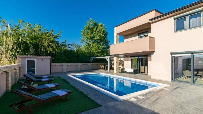 Unique, special villa in Valbandon with outdoor pool, 6