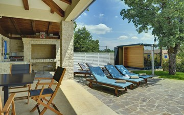 Irresistible villa with a Finnish sauna, gym and private pool