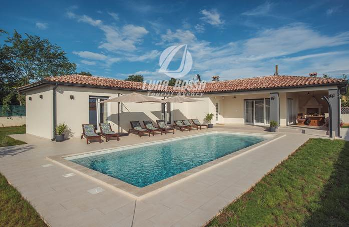 Book Villa Cristalines in Smoljanci for 8 people with pool!
