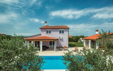 A wonderful family villa with an outdoor pool, on two floors