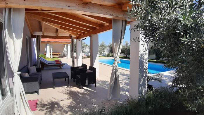 A wonderful family villa with an outdoor pool, on two floors, 6