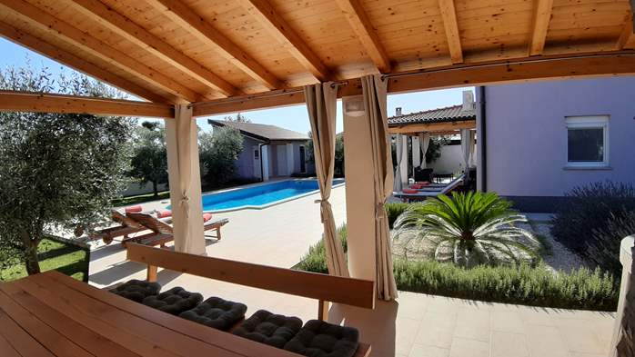 A wonderful family villa with an outdoor pool, on two floors, 8