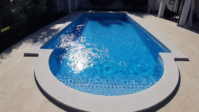 A wonderful family villa with an outdoor pool, on two floors, 4