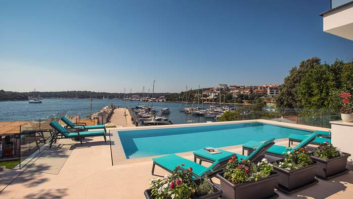 Enchanting villa in Pula with gorgeous pool directly on the beach, 10