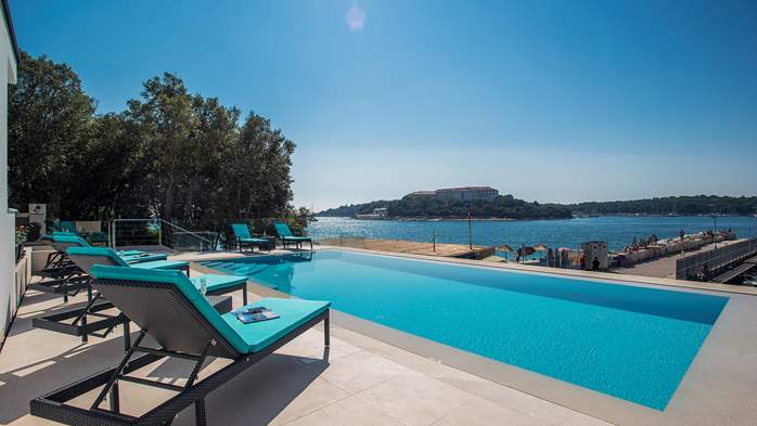 Enchanting villa in Pula with gorgeous pool directly on the beach, 8