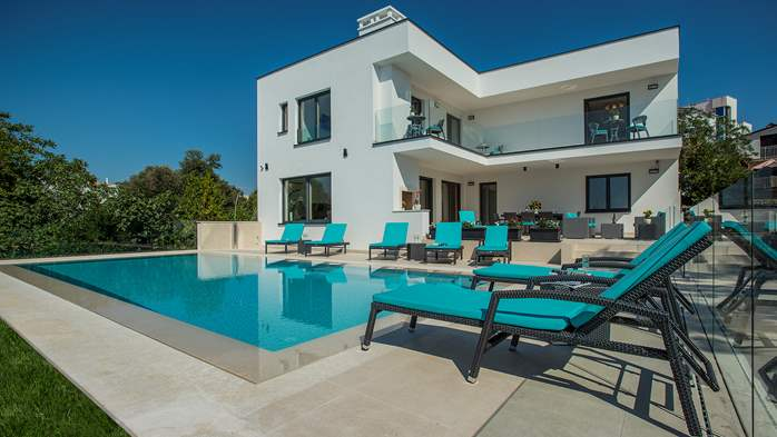 Enchanting villa in Pula with gorgeous pool directly on the beach, 9