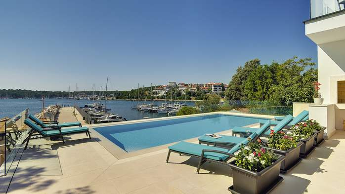 Enchanting villa in Pula with gorgeous pool directly on the beach, 13