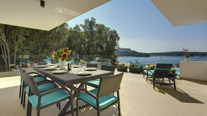 Enchanting villa in Pula with gorgeous pool directly on the beach, 14