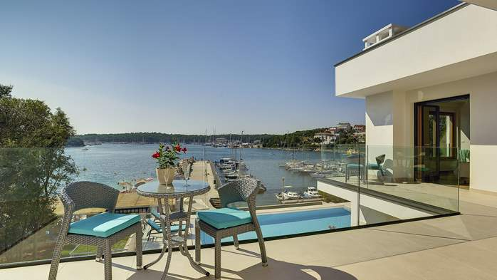 Enchanting villa in Pula with gorgeous pool directly on the beach, 15