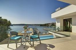 Villa Sail