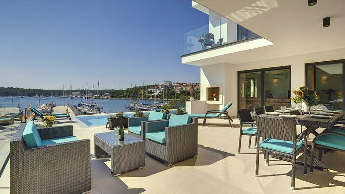 Enchanting villa in Pula with gorgeous pool directly on the beach, 16