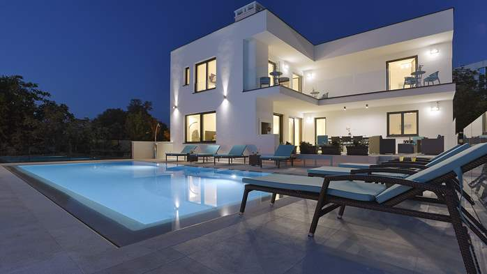 Enchanting villa in Pula with gorgeous pool directly on the beach, 2