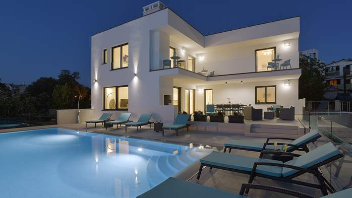 Enchanting villa in Pula with gorgeous pool directly on the beach, 5