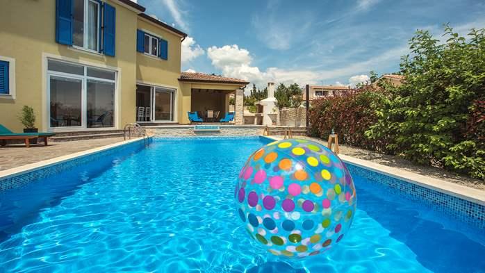 Attractive villa with 6 bedrooms, swimmingpool and Finnish sauna, 12