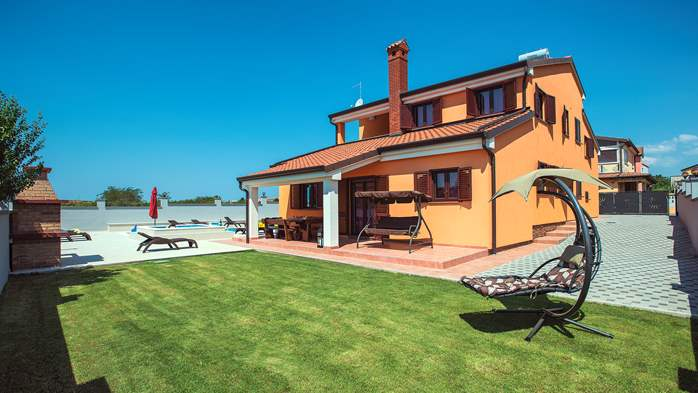 Spacious villa in Pula with pool and jacuzzi for 14 persons, 2