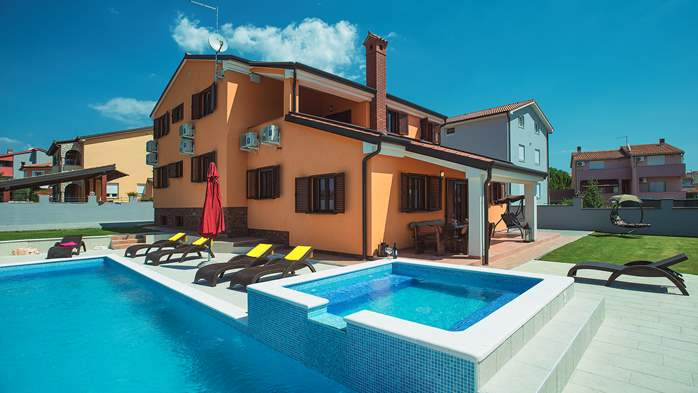 Spacious villa in Pula with pool and jacuzzi for 14 persons, 4