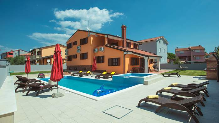 Spacious villa in Pula with pool and jacuzzi for 14 persons, 1