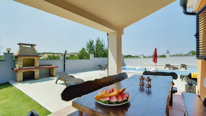 Spacious villa in Pula with pool and jacuzzi for 14 persons, 9