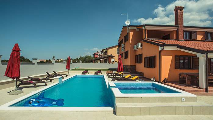 Spacious villa in Pula with pool and jacuzzi for 14 persons, 3