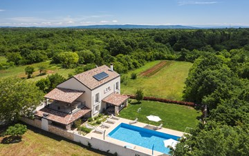 Beautiful villa with private swimming pool, gym and jacuzzi
