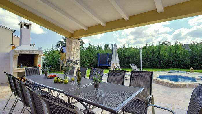 Stunning villa with Finnish sauna and outdoor pool, for 12 guests, 10