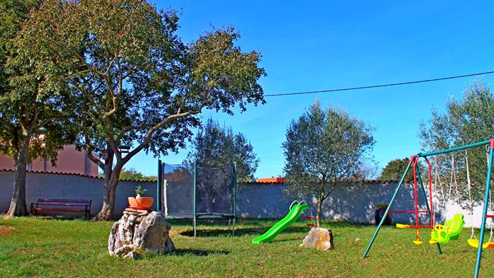 Comfortable house offers a children's playground, garden, Wi-Fi, 10