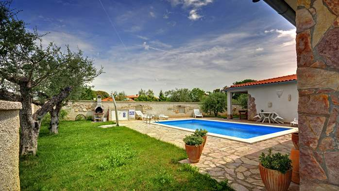 Villa in Pula, for 15 persons, with private pool and Wi-Fi, 2