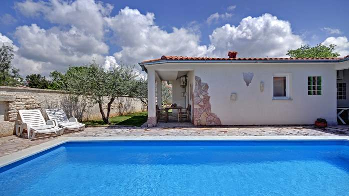 Villa in Pula, for 15 persons, with private pool and Wi-Fi, 4