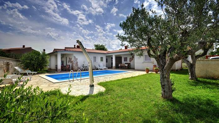 Villa in Pula, for 15 persons, with private pool and Wi-Fi, 1