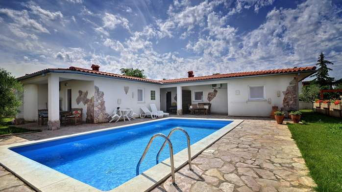Villa in Pula, for 15 persons, with private pool and Wi-Fi, 3