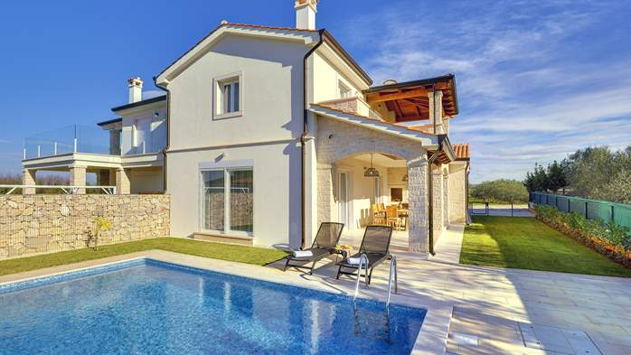 Newly built villa with a heated pool not far from Novigrad, 1