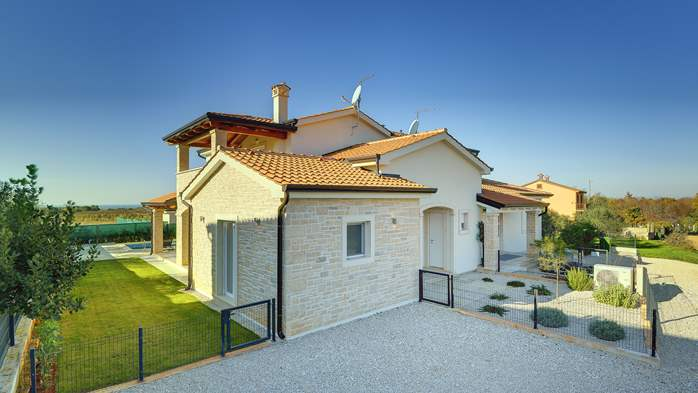Newly built villa with a heated pool not far from Novigrad, 3