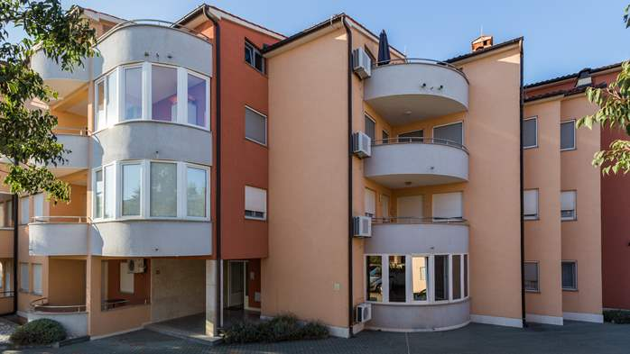 Nicely decorated apartment building offers cosy accommodation, 29