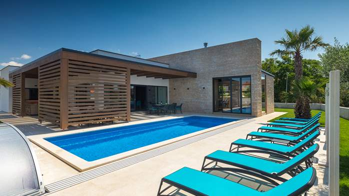 Luxury villa in Pula with heated pool and Jacuzzi for ten persons, 2