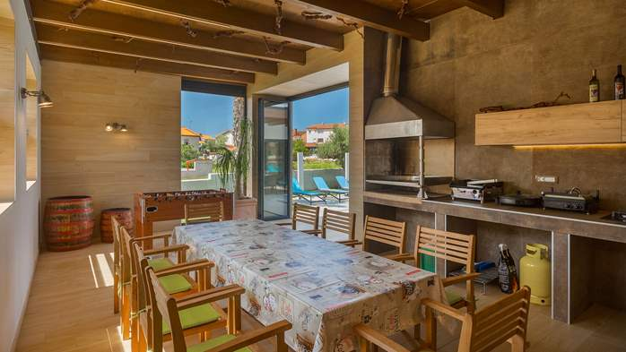 Luxury villa in Pula with heated pool and Jacuzzi for ten persons, 24
