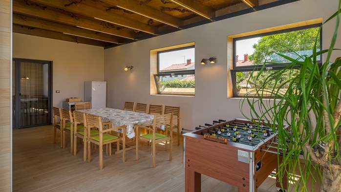 Luxury villa in Pula with heated pool and Jacuzzi for ten persons, 25